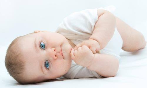 Може статися передозування вітаміну Д у немовлят?