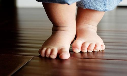 Як правильно робити масаж при клишоногості дитині?