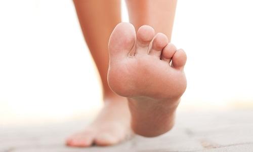 Як проявляється перелом стопи: ознаки і лікування?