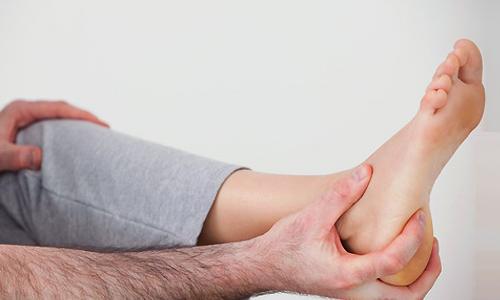 Чому з'являється гострий біль у п'яті?