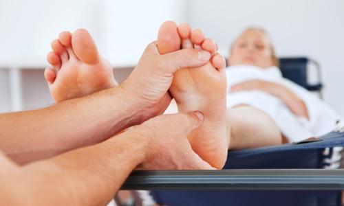 Симптоми та лікування вальгусного плоскостопості у дорослих